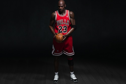 michael-jordan-1-6-scale-23-away-figurine-by-enterbay-3